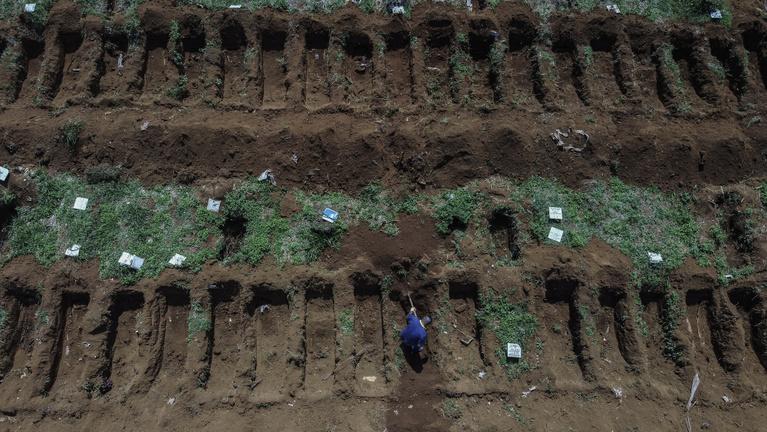 Előre ássák a sírokat Brazília legnagyobb temetőjében