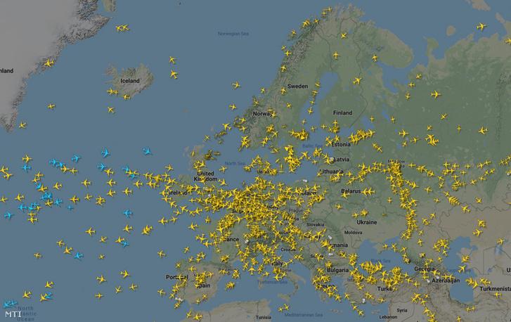 A Flightradar24 repülőgép-követő alkalmazás által közreadott ábra az Európai Unión áthaladó légi forgalom sűrűségét mutatja 2020. március 25-én.