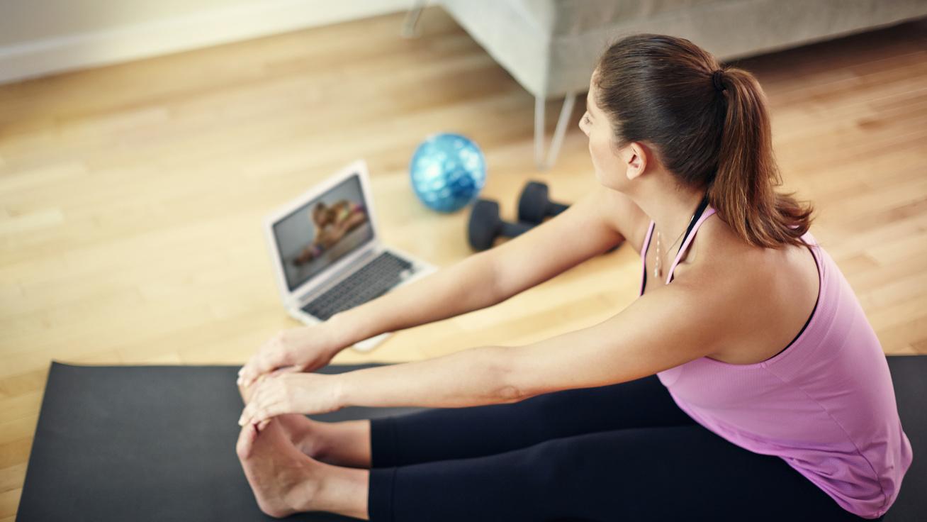 A legjobb online jógaórák a héten: ingyenesek, és kimozdulnod sem kell