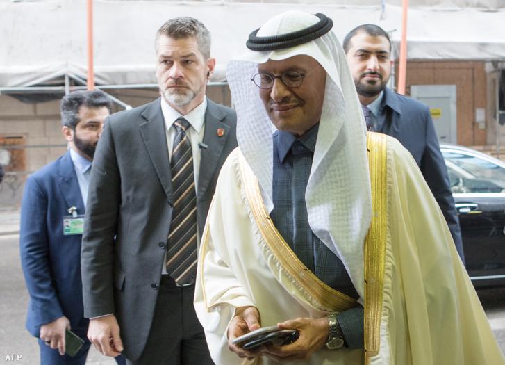 Abdulaziz bin Salman Al-Saud herceg, Szaúd-Arábia energiaügyi minisztere érkezik a bécsi OPEC-ülésre 2020. március 6-án