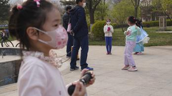 A gyermekek tünetei enyhébbek, de náluk több a társult fertőzés