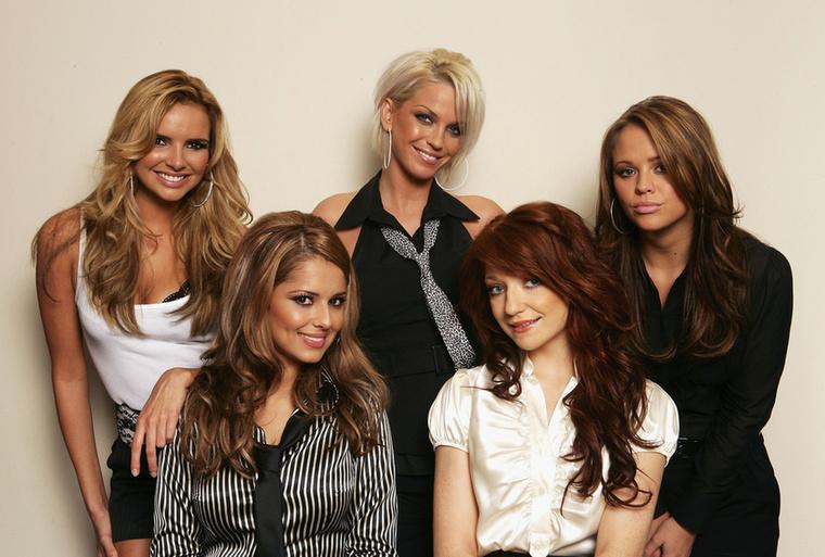 A képen bal oldalt alul látható Cheryl Cole a  Girls Aloud lánybanda tagjaként kezdte, ami 2009-ben csapott bele abba a szünetébe, ami a mai napig tart
