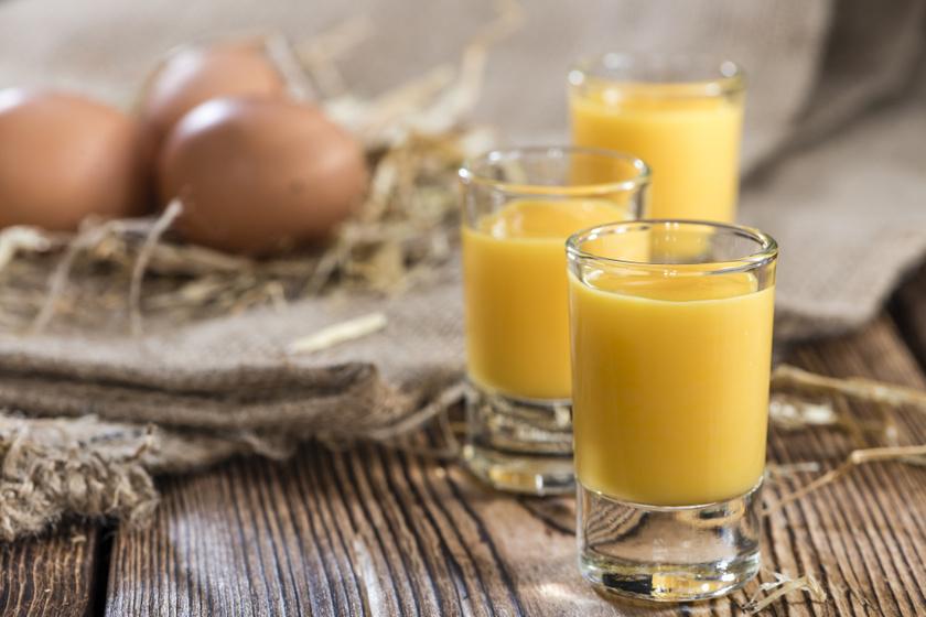 Ünnepi krémes tojáslikőr régi családi recept szerint: nincs ennél finomabb