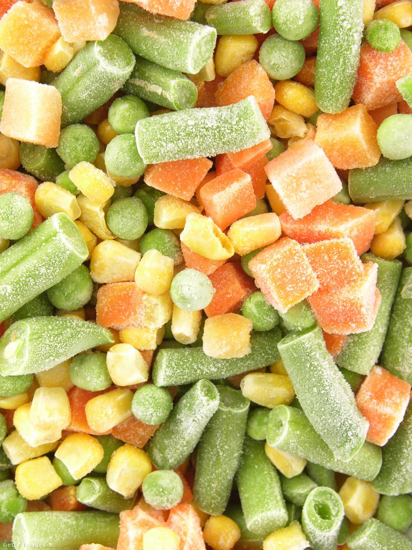 Bár a fagyasztott zöldségek ugyanolyan egészségesek maradnak kiolvasztás után, mint friss társaik, nem árt odafigyelni a szavatosságra, hiszen ha az lejár, akkor fontos vitaminok veszhetnek ki belőlük. 18 hónapnál tovább ne tárold őket a fagyasztóban!