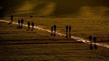Miért olyan nehéz a távolságtartás járvány idején?