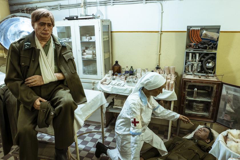 A múzeumban élethű bábukkal mutatják be a kórházi sebesültellátást.