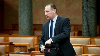 Felfüggesztette a parlament Boldog István mentelmi jogát