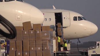Szijjártó: 400 ezer, a koronavírus kezelése szempontjából ígéretes gyógyszer érkezett Kínából