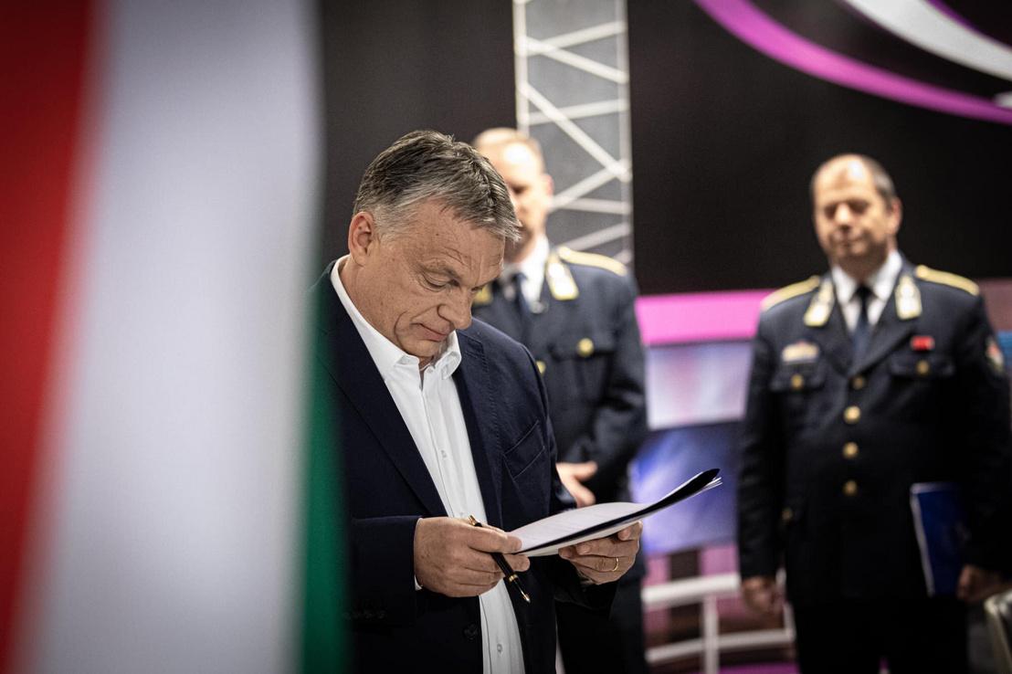 Orbán Viktor az operatív törzs online sajtótájékoztatója előtt 2020. március 23-án. A miniszterelnök 6 pontos gazdaságvédelmi akciótervet jelentett be.