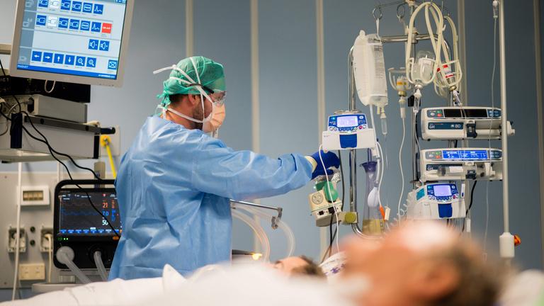 A járvány kitörése óta először van kevesebb beteg az intenzíven Olaszországban