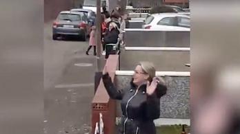 Írországban megrendezték a tökéletes, víruskompatibilis utcabált