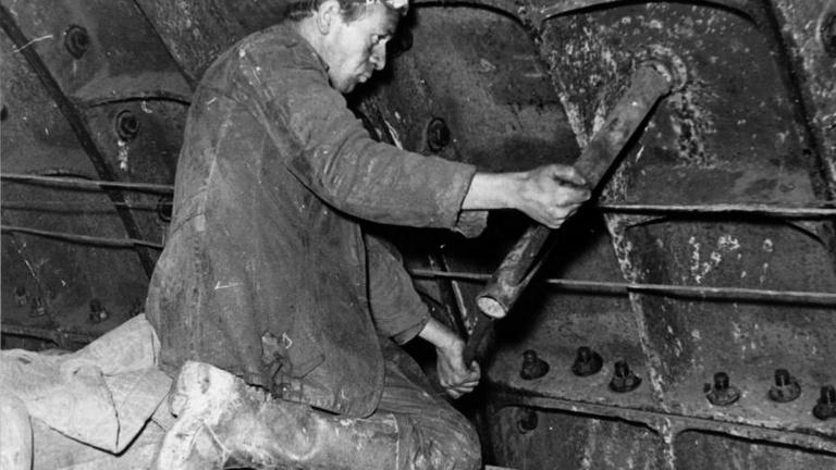 Aranyásók és keszonlovagok: a 2-es metró építésének kalandos története