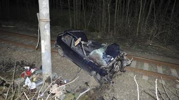 Ketten meghaltak, hárman megsérültek egy balesetben Galgamácsánál