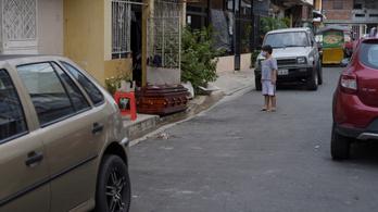 Ecuadorban az utcán hagyják a halottakat