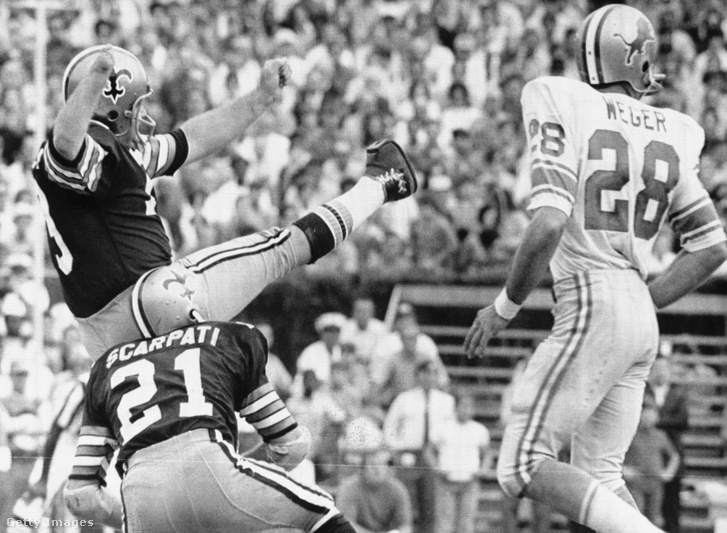Tom Dempsey 1970-ben, a több mint négy évtizedig NFL-rekordot jelentő rúgás utáni pillanatban