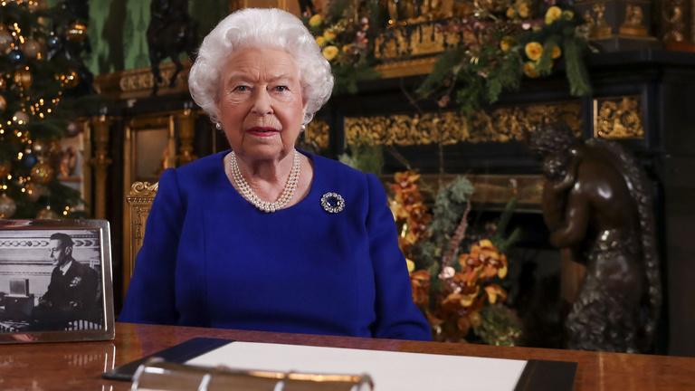 II. Erzsébet királynő rendkívüli tévébeszédben szólt a britekhez
