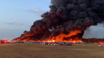 3500 bérautó égett porrá egy tűzvészben