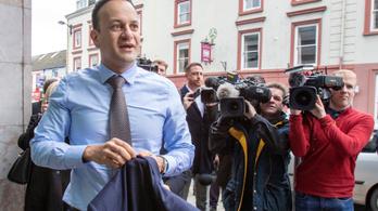Írország miniszterelnöke újra regisztrált orvosként segít a koronavírus-járványban