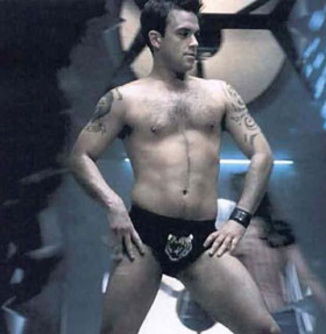 Robbie Williams 2000-ben a Rock DJ klipjében