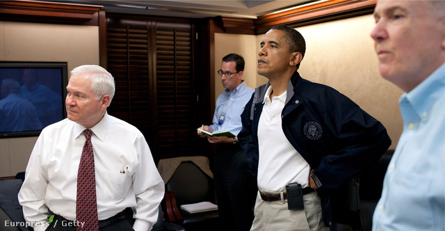 Obama elnök Osama bin Laden megölésének estéjén