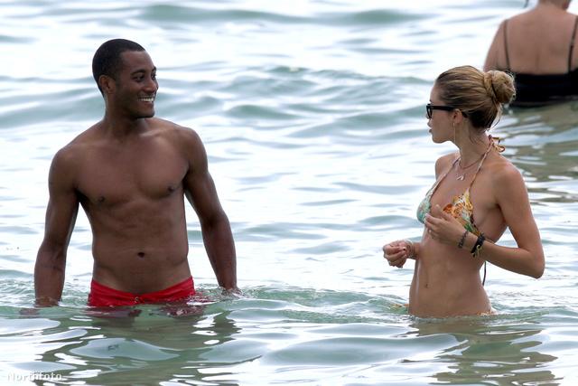 Doutzen Kroes és férje, Sunnery James strandolnak egyet