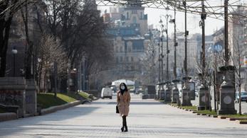 Tilos maszk nélkül utcára lépni Ukrajnában, Oroszországban ezerrel több az új beteg