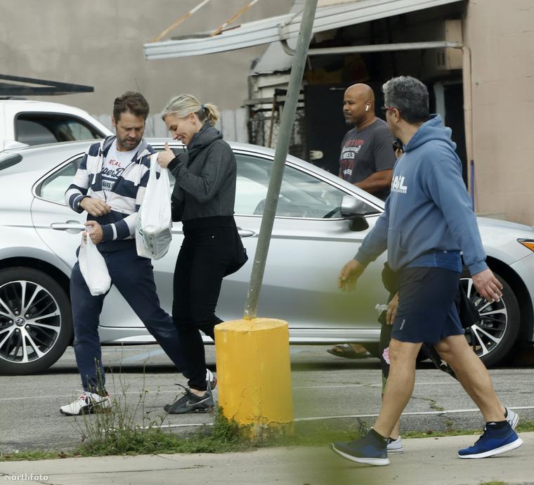 A Beverly Hills 90210-ben is játszott, 2005-ben házasodott meg a képen látható hölggyel, előtte is volt már házas, igaz, az csak egy évig tartott