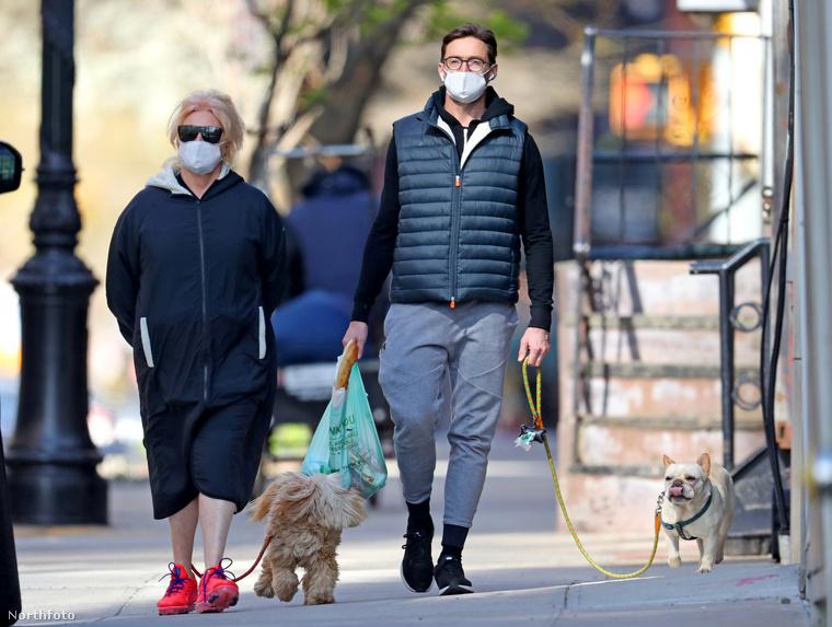 Kockás hasa, kutyája, és Golden Globe-díjja is van