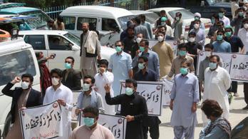 Erőszakkal oszlatták fel Pakisztánban az orvosok tüntetését