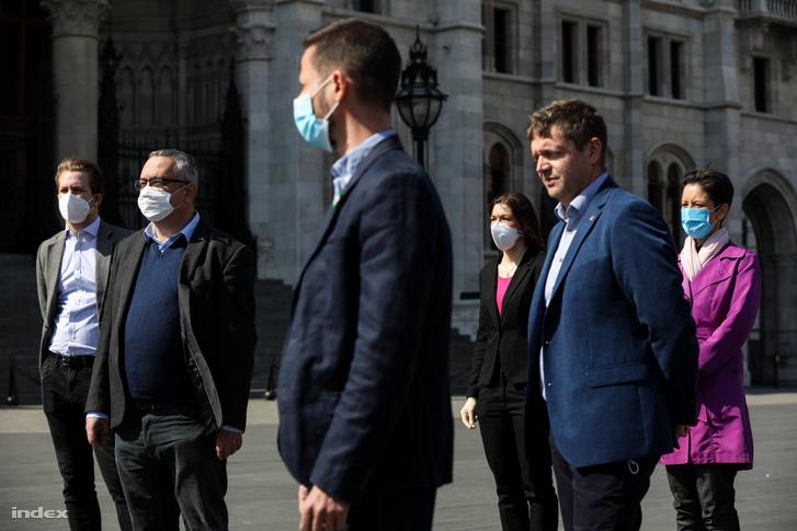 """Ellenzéki pártok sajtótájékoztatója """"Kormányzati leszámolás és bosszúhadjárat a járványra hivatkozva"""" címmel a mai napon"""