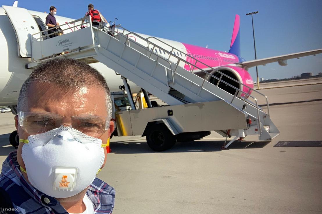 Minden utastól kérték, hogy viseljen maszkot vagy sálat, ezt az emberek be is tartották, sokan kesztyűt is viseltek, olvasónk pedig még szemüveget is felvett a biztonság kedvéért.