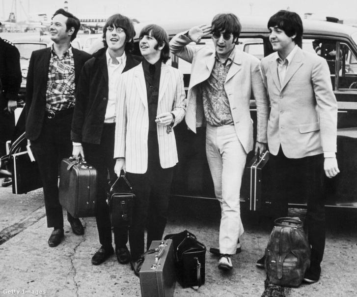 Brian Epstein menedzserrel a Beatles Londonba érkezik 1966. nyarán.
