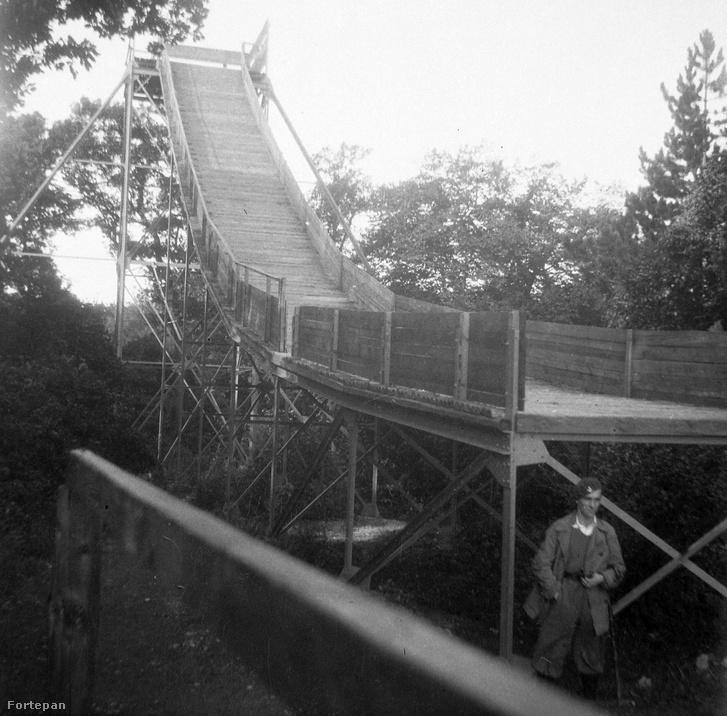A svábhegyi (normafai) síugrósánc 1936-ban, még érintetlen erdei környezetben.