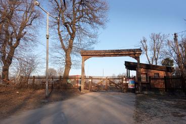 A székelykapu jelezte a bejáratot a Jánoshegyi út felé