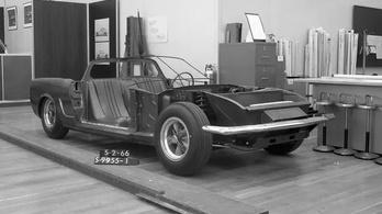 Itt egy Mustang, amit elfelejtettek a Fordnál