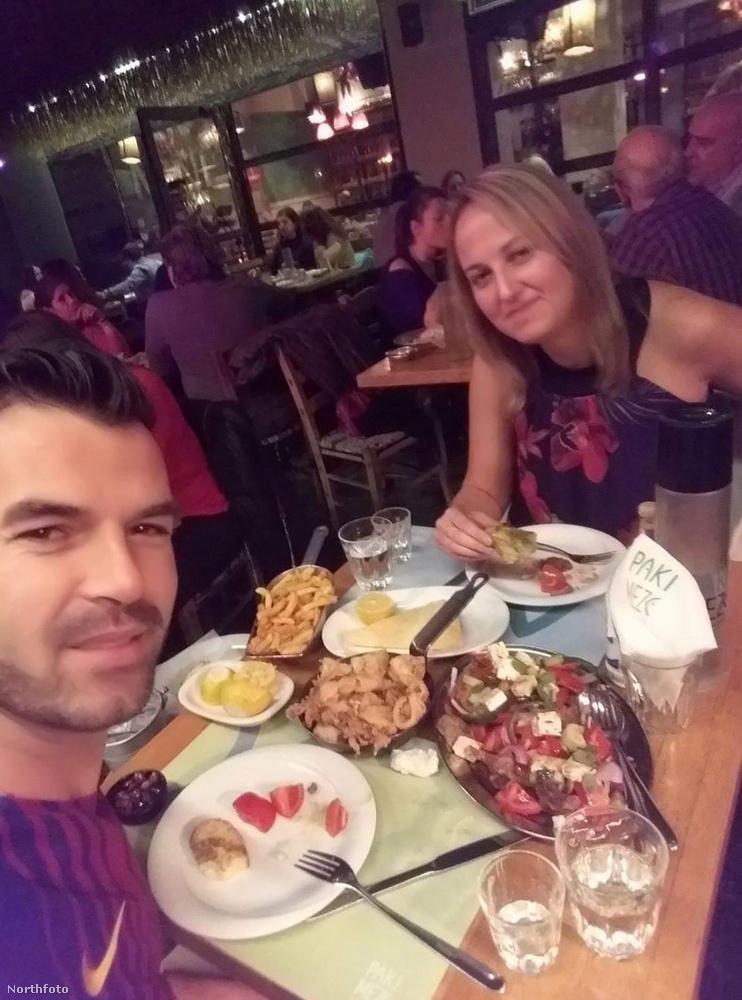 Ez a kép 2017-ben készült a párról Athénban.