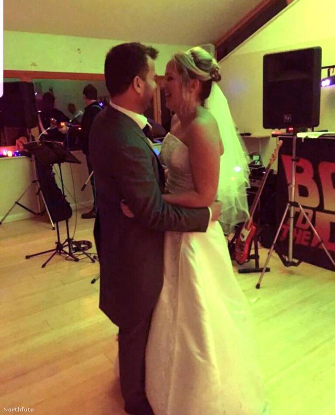 A menyasszonynak ez már a második esküvője volt, amin ezzel a férfival táncolt – csak Kasa ezúttal nem csak úgy beesett a lakodalomba, hanem ő volt a vőlegény.