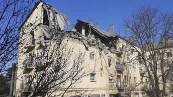 Felrobbant egy háromszintes társasház felső emelete a Heves megyei Petőfibányán