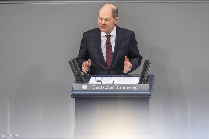 Olaf Scholz német pénzügyminiszter a német parlamenti alsóház a Bundestag üléstermében Berlinben 2020. március 25-én.