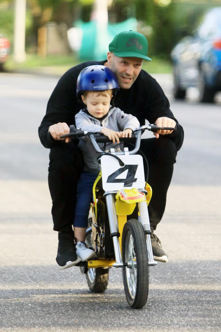 Jason Statham és fia Los Angelesben.