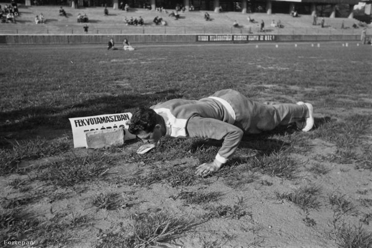 Kárpáti Rudolf kardvívó 1949-ben, az Üllői úti FTC stadionban