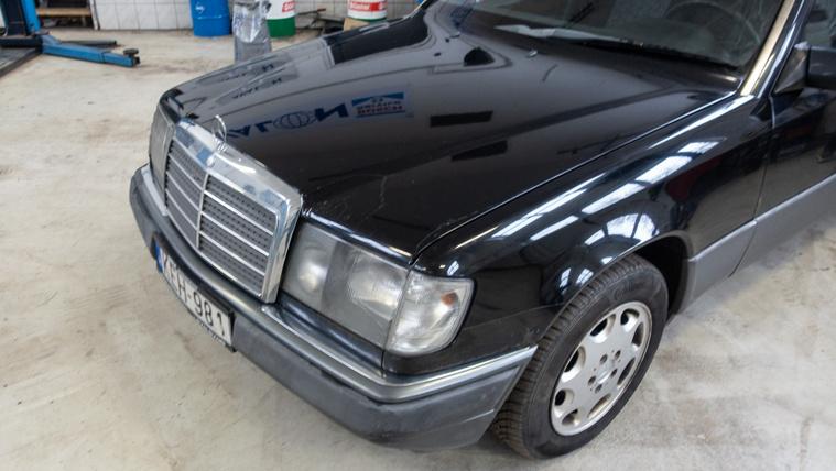 Balesetveszélyes Mercedes, érvényes műszakival