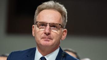Lemondott az amerikai haditengerészeti államtitkár, miután kirúgta és lehülyézte a vírustól tartó hadihajó-kapitányt