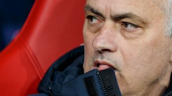 Mourinho és négy futballistája megszegte a kijárási tilalmat