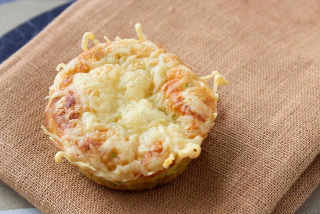 A recept gluténmentes és IR-kompatibilis. Egy muffin energia- és tápanyagtartalma: 130 kcal, 15 g szénhidrát, 5 g zsír, 4 g fehérje.