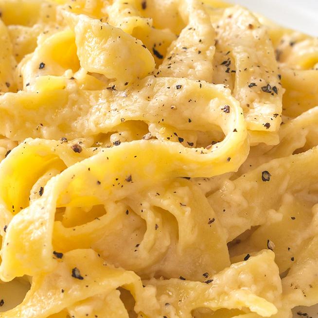 Így készítve lesz krémes az egyszerű parmezános tészta: a főzővizét nem szabad kiönteni