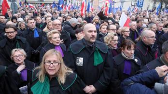 A lengyel bírák védelmében hozott ítéletet az EU Bírósága