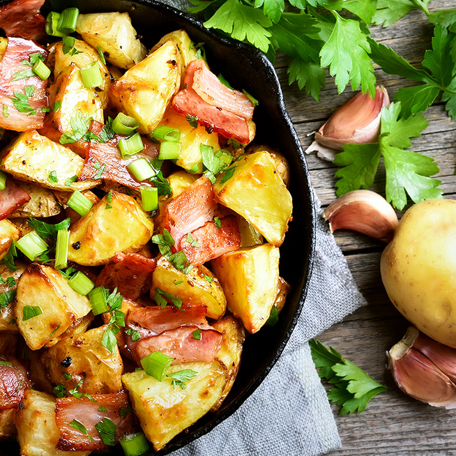 Fenséges köret krumplival és baconnel – A szalonna zsírján pirul a burgonya