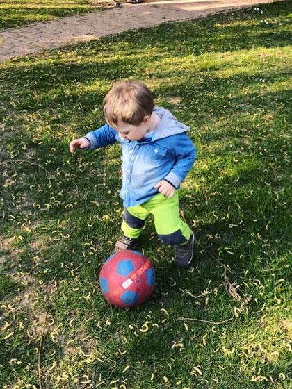 Szinetár Dóra szerint már most egyértelmű, hogy Benji focibajnok lesz.