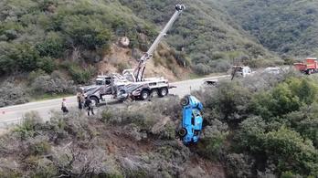 120 méter mélyről kellett felhúzni az útról lerepült Mustangot